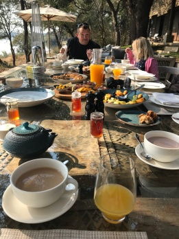 Breakfast time (post game drive)